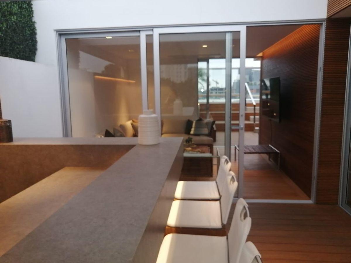 31 de 41: Bar en el último piso con entrada  a sala estar TV