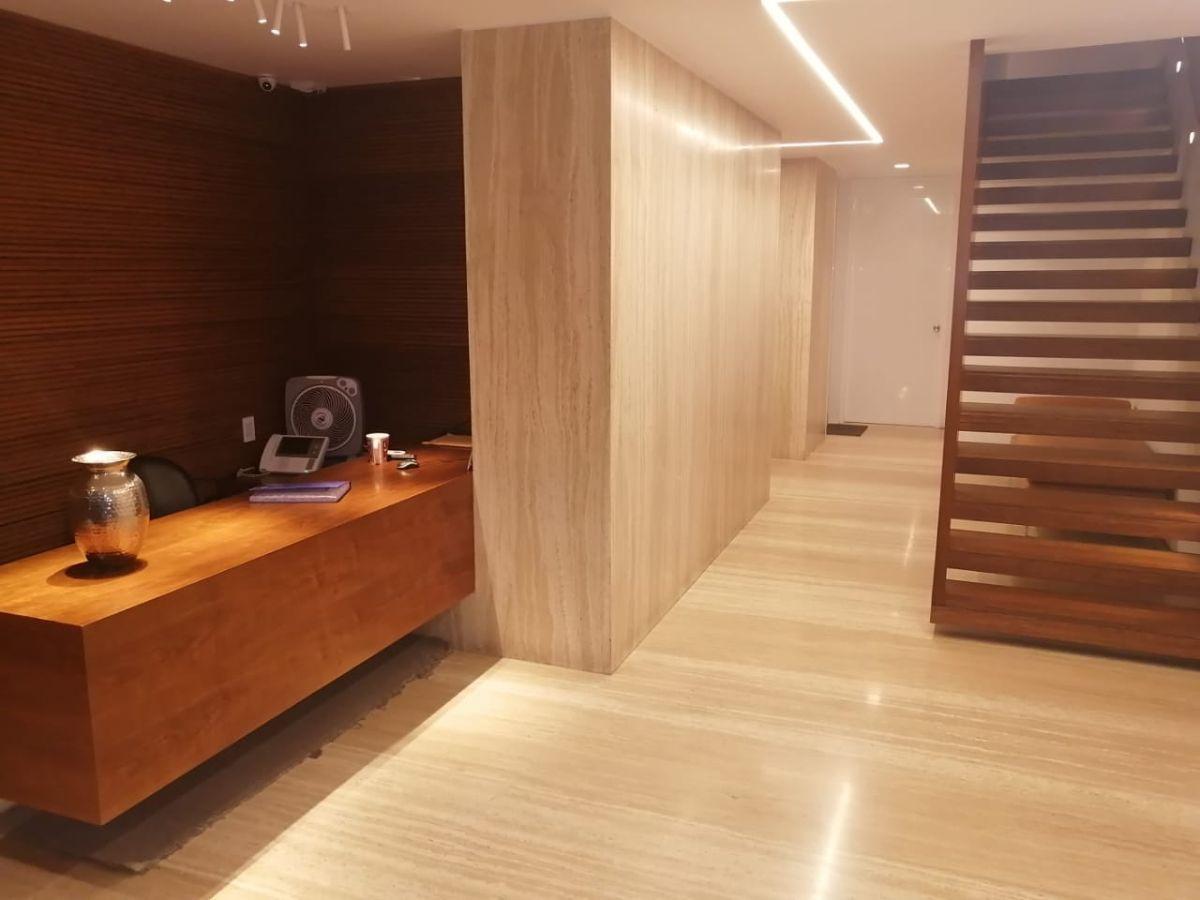 29 de 41: Lobby del edificio revestido en mármol