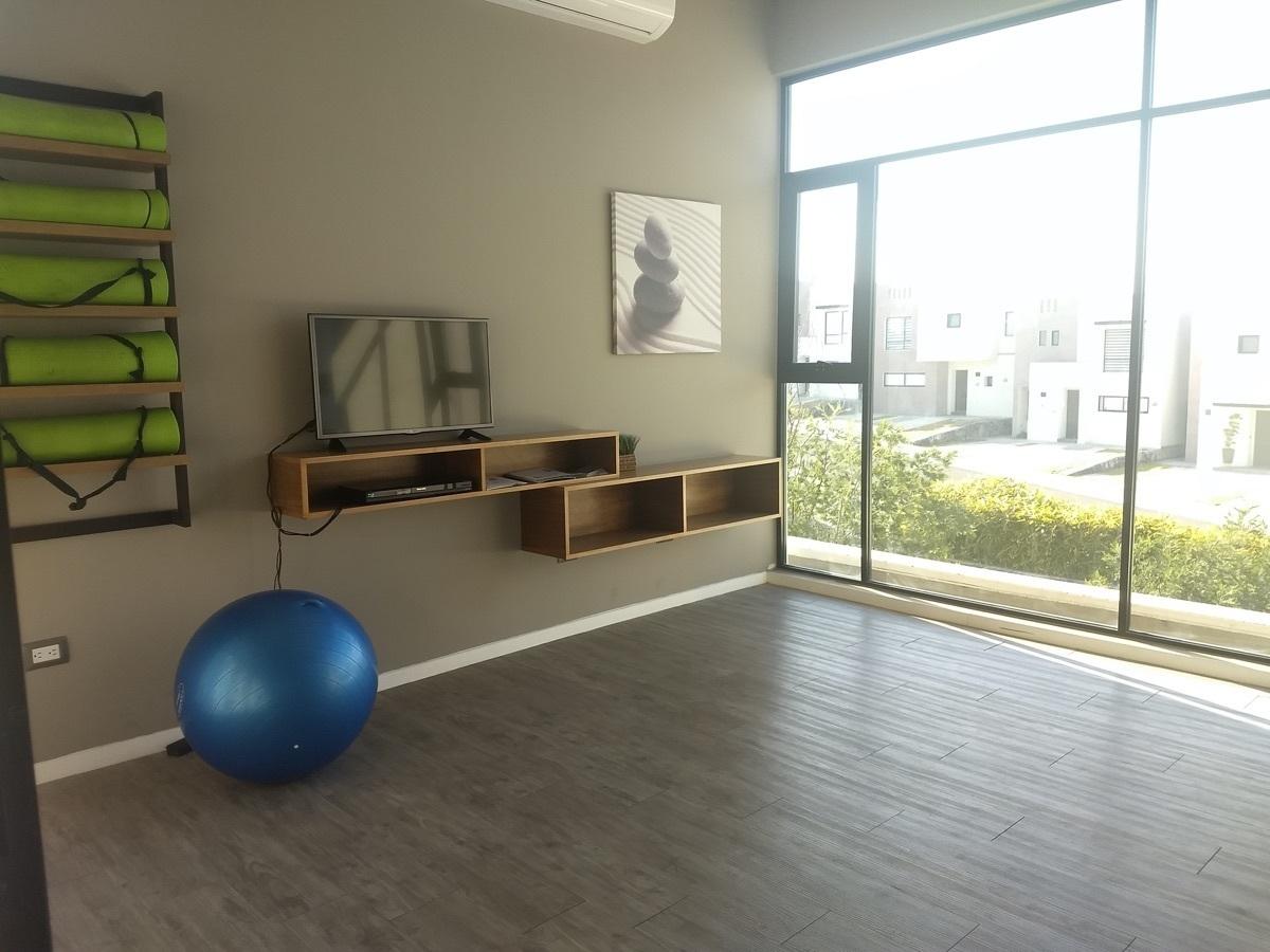 19 de 22: Salón de yoga de la casa club