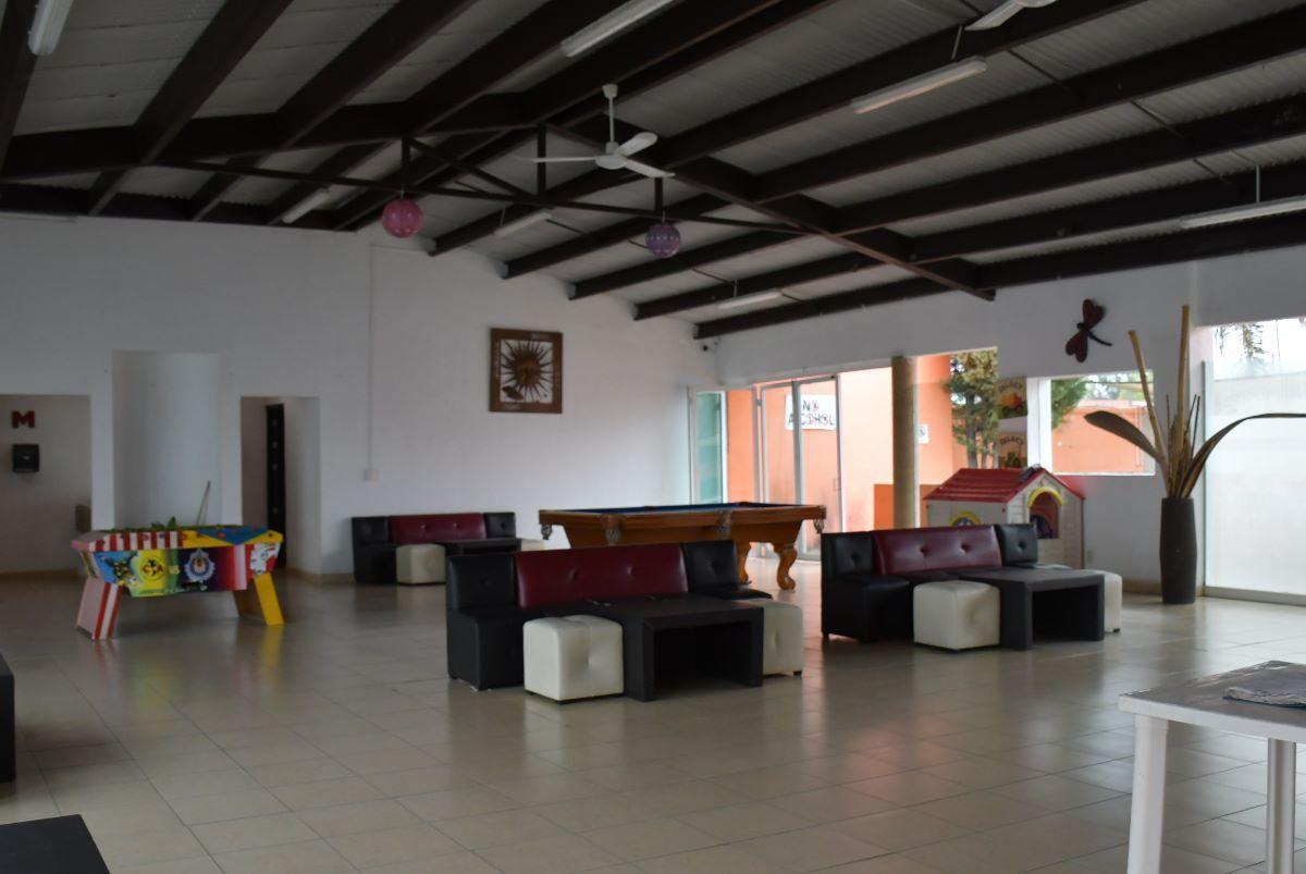 13 de 24: SALA DE TV CASA CLUB