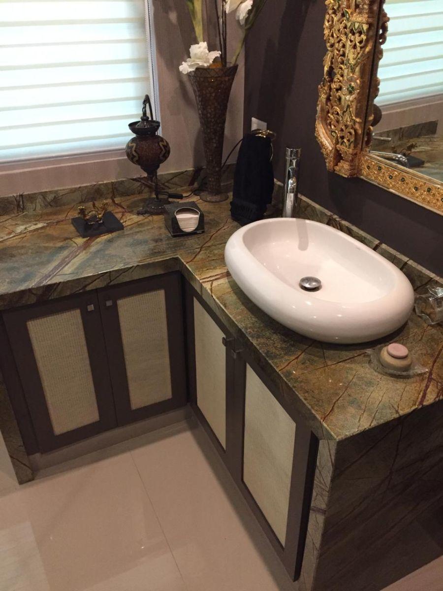 6 de 16: Baño, cubierta de granito