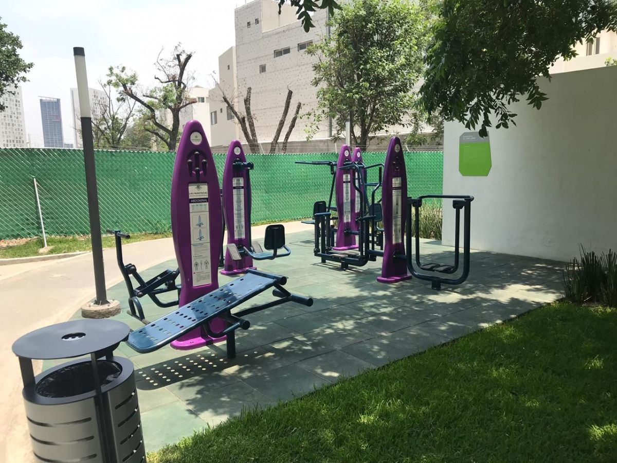 26 de 26: Equipos para ejercicio al aire libre