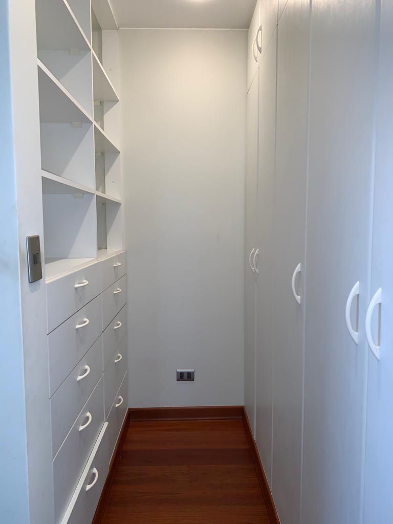 11 de 11: Walk-in closet principal