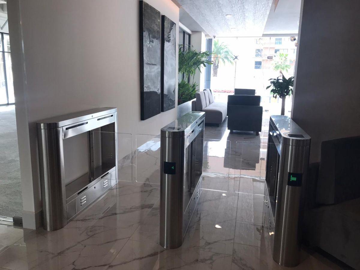 7 de 19: Entrada a elevadores