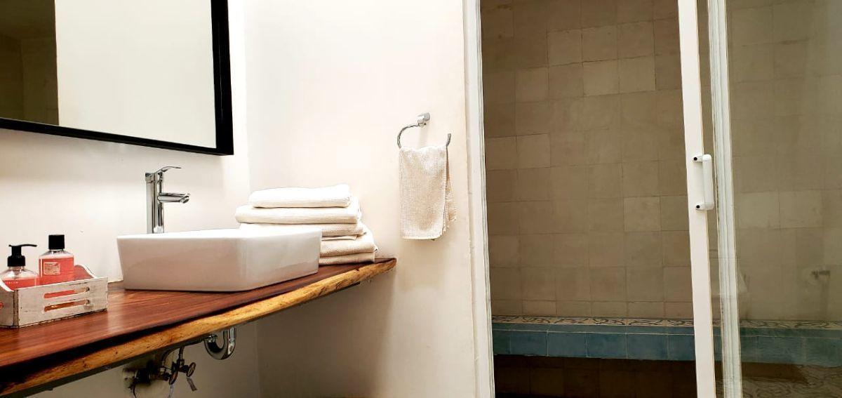 20 de 35: Baño recámara principal, doble regadera y vapor.
