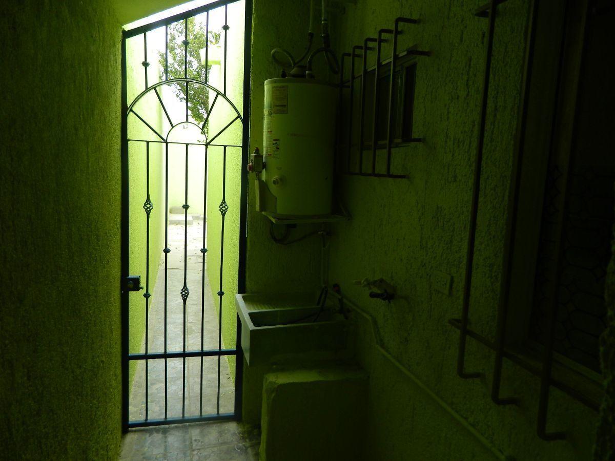 9 de 35: Pasillo Exterior, area de lavado y boiler.