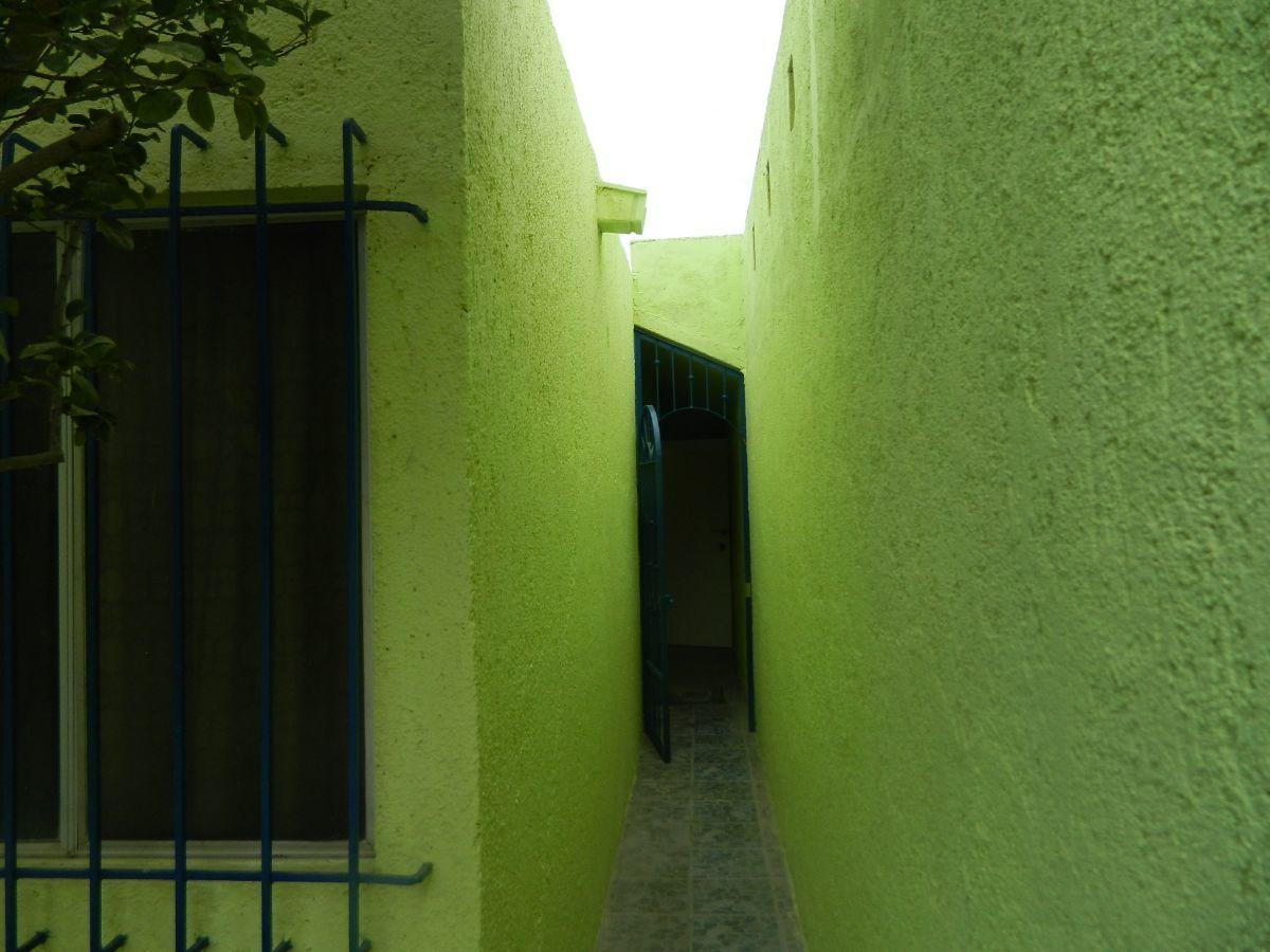 32 de 35: pasillo patio a casa