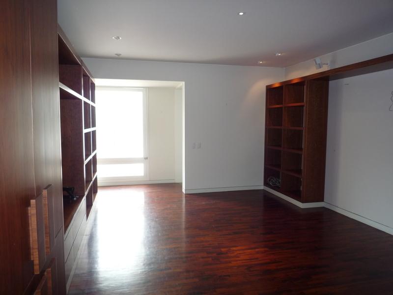 4 de 12: Acogedor family room con aire acondicionado.