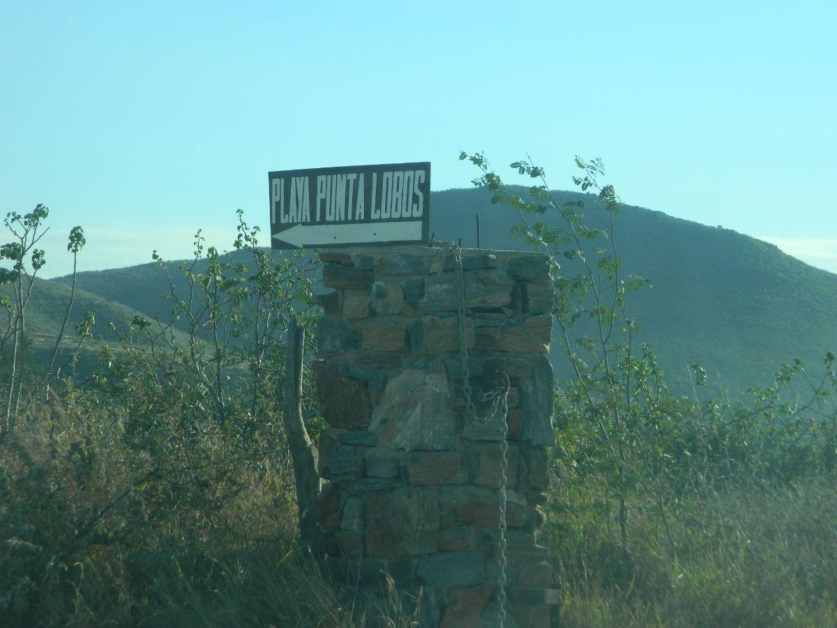 9 de 17: letreros indicando el camino a playa Punta Lobos