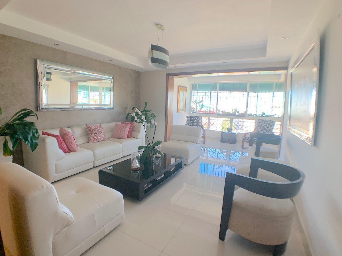 6 de 18: Area de sala con buena luz y ventilación