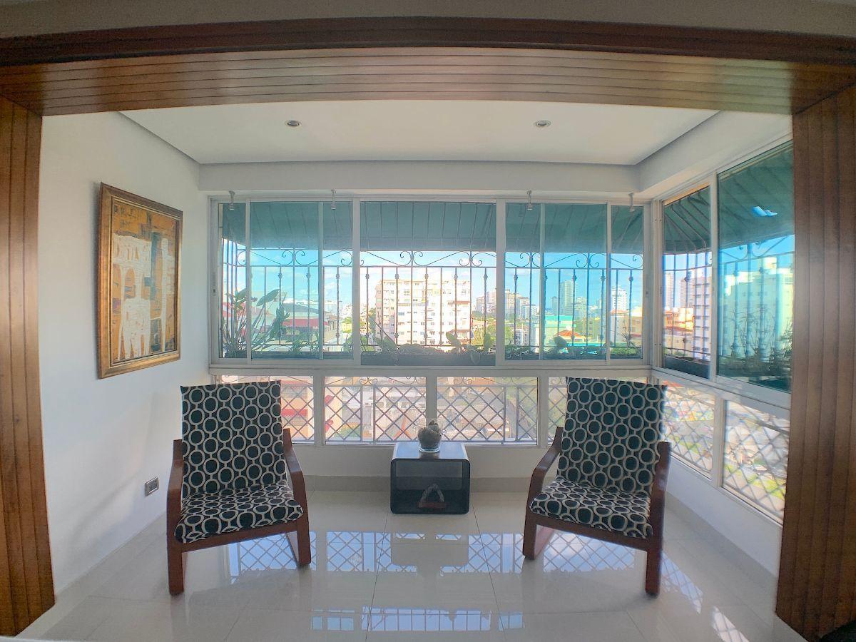 3 de 18: Balcón con vista