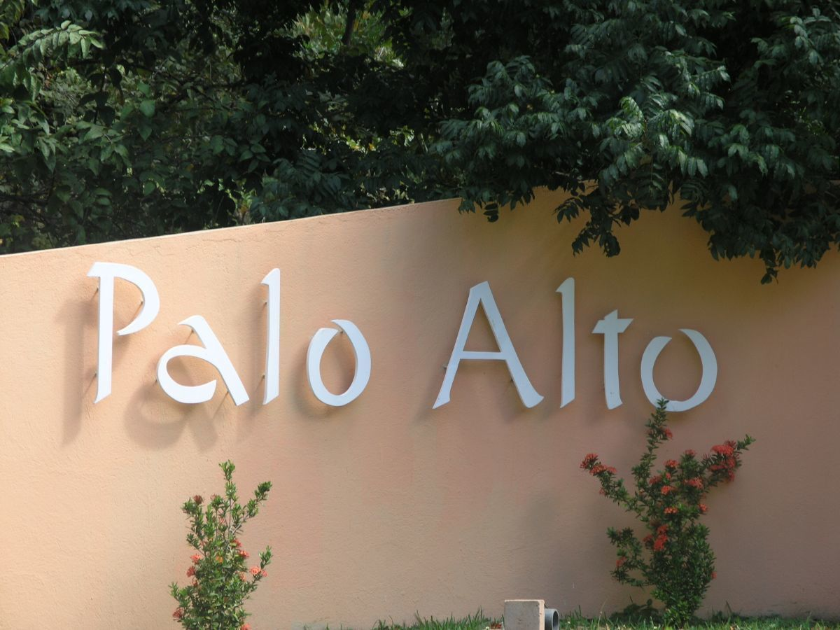 2 of 7: Entry to Palo Alto residential community