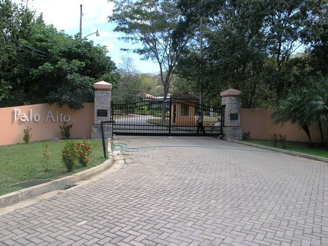 1 of 7: Entry to Palo Alto residential community
