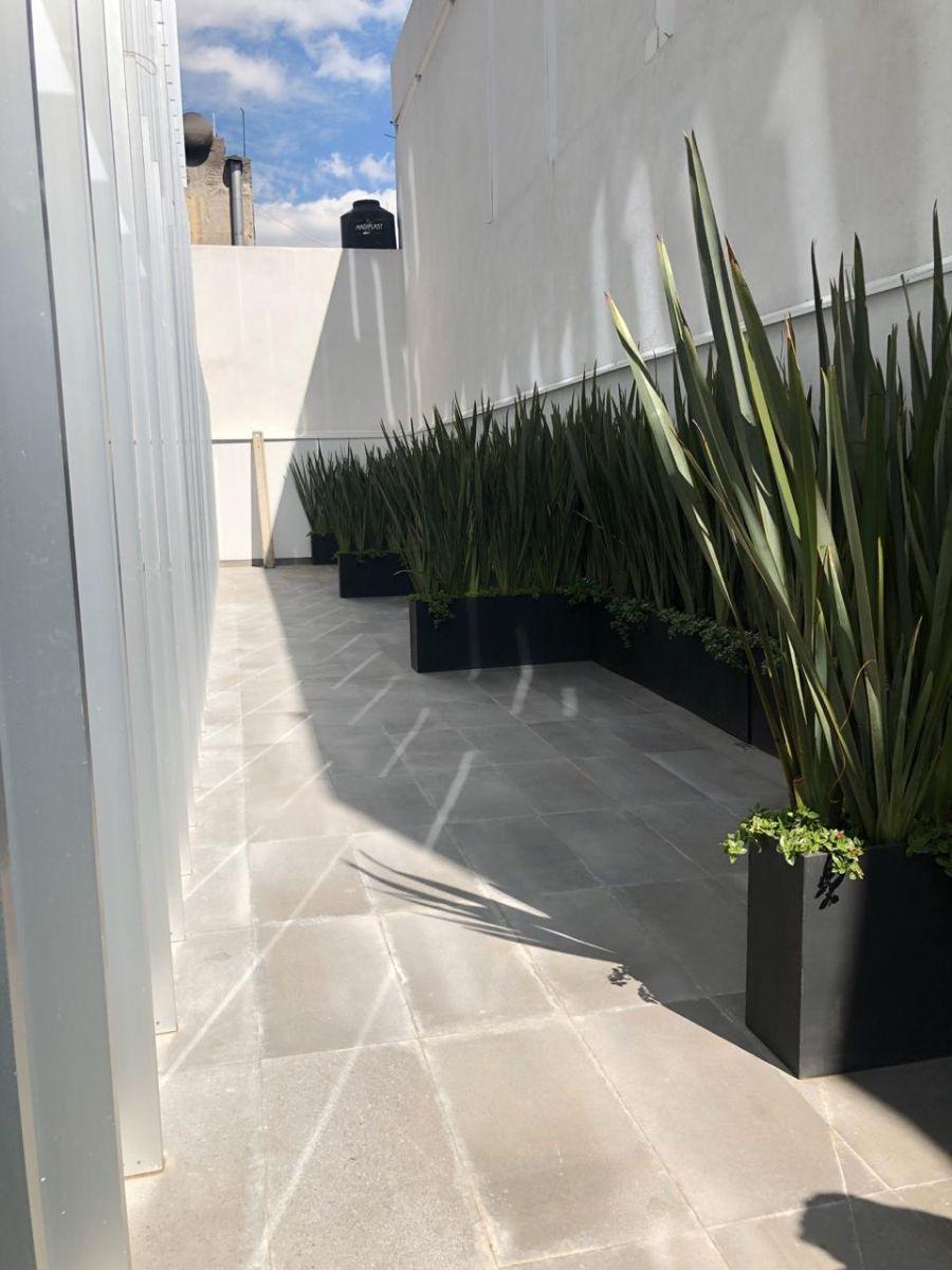 9 de 23: Terraza privada oficina Planta Baja