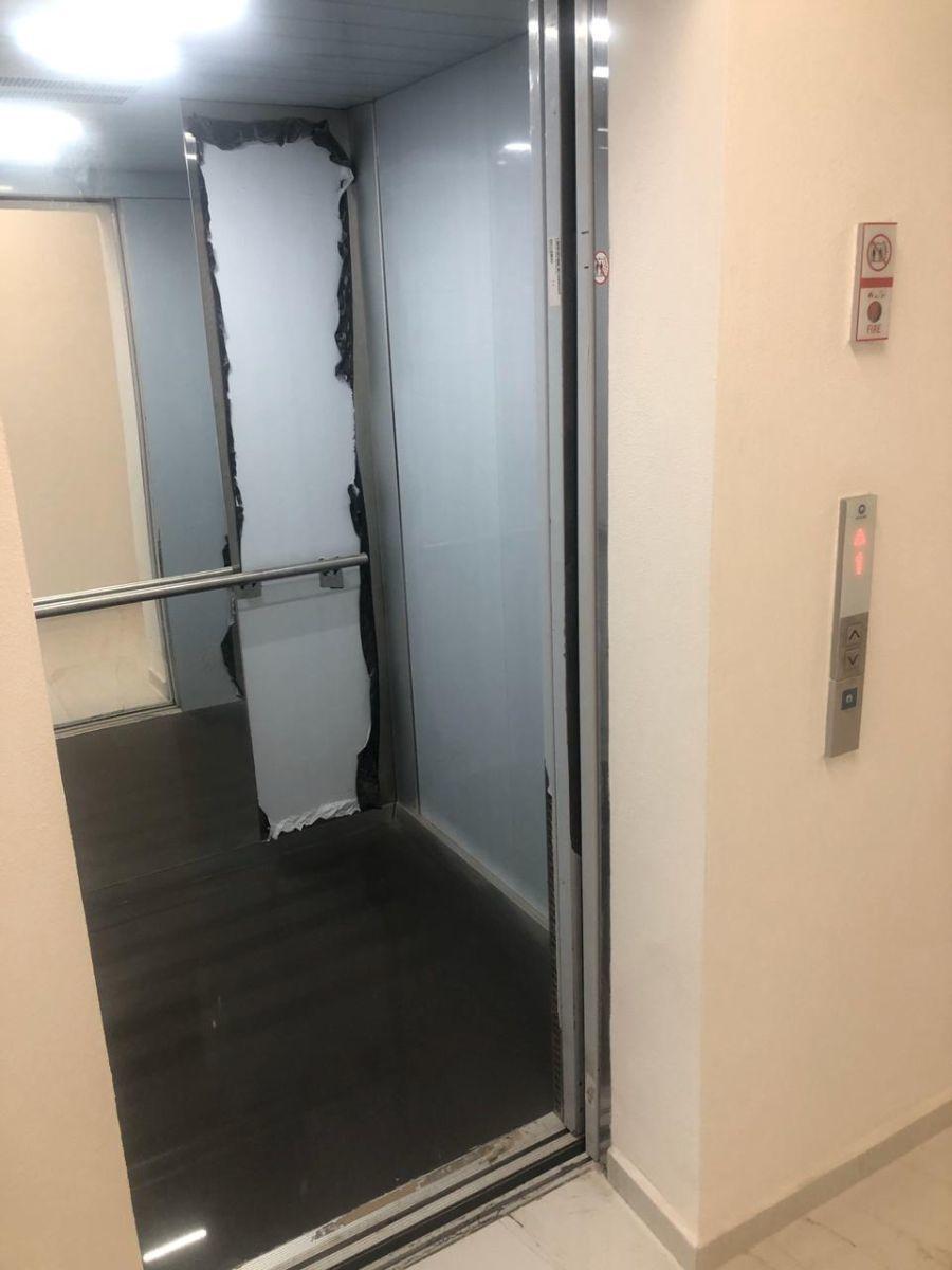 11 de 23: Elevador a piso en cada oficina