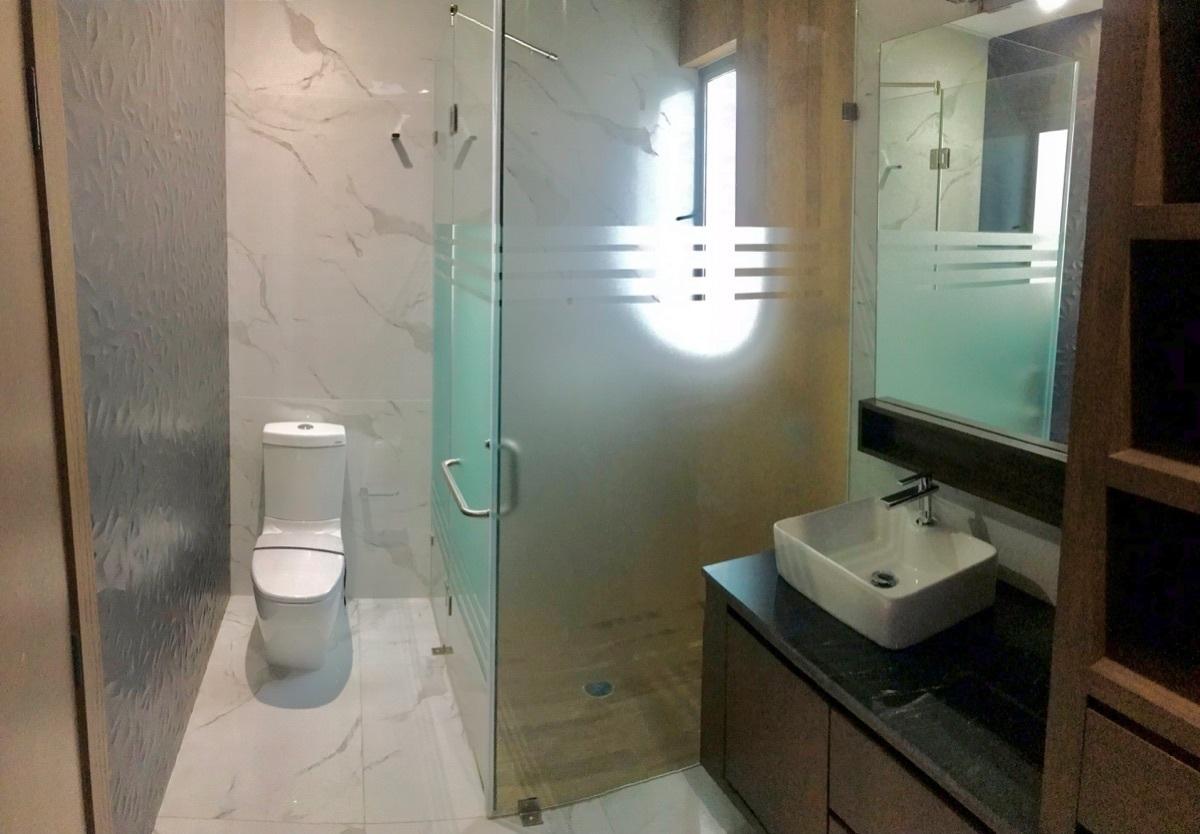6 de 23: Baños con acabados de primera muros 3D