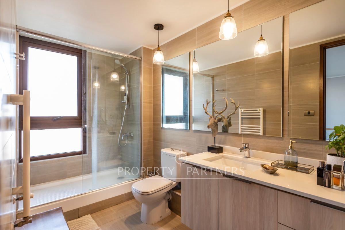 9 de 19: Baño principal en suite