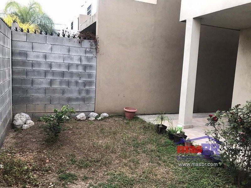 8 de 19: Patio-Jardín