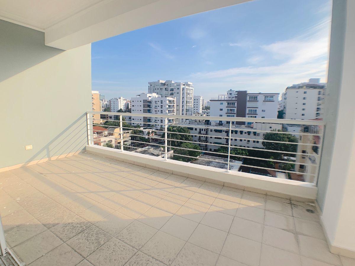 3 de 19: Balcón tipo terraza con buena orientación y vista