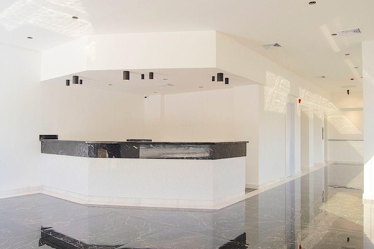 2 de 8: Elegante lobby frontal
