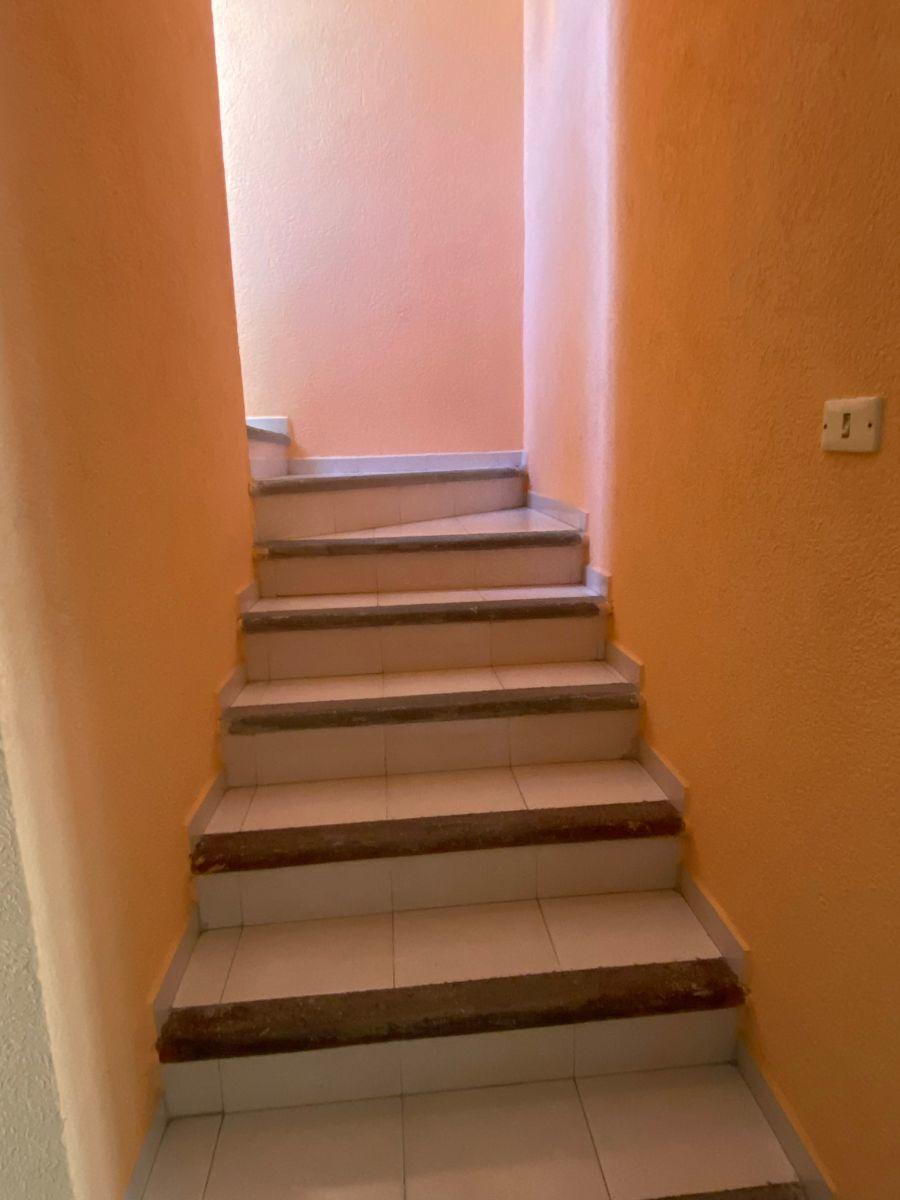 8 de 17: Amplias escaleras