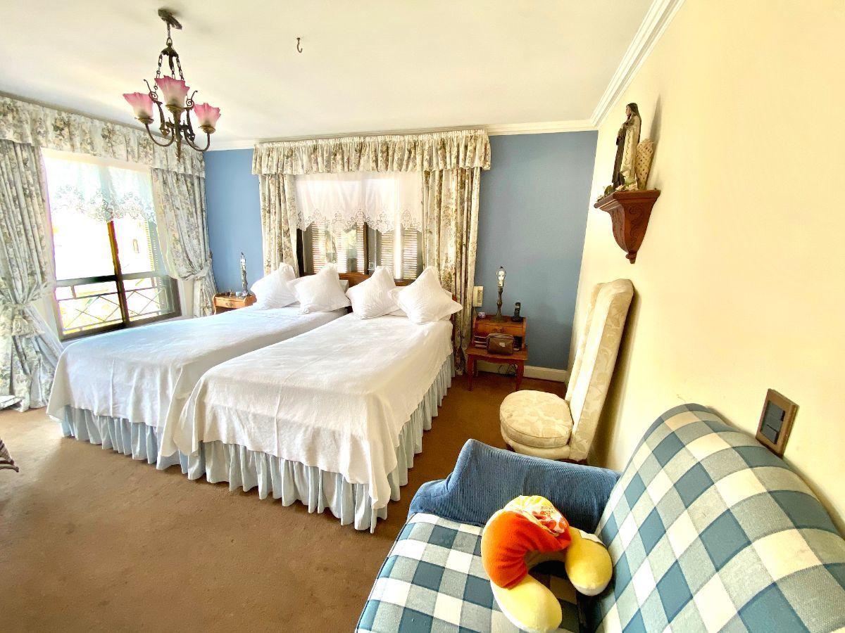 18 de 28: Dormitorio principal en suite