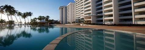 1 de 6: Area de playa y piscina