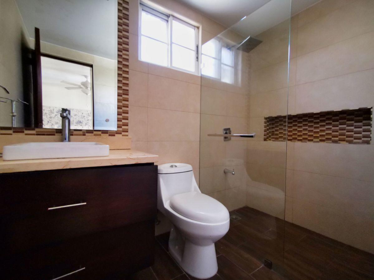 8 de 10: Baños modernizados