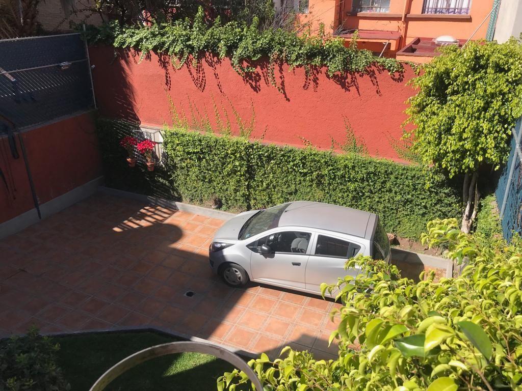 7 de 9: Vista del estacionamiento desde Terraza en 2º nivel