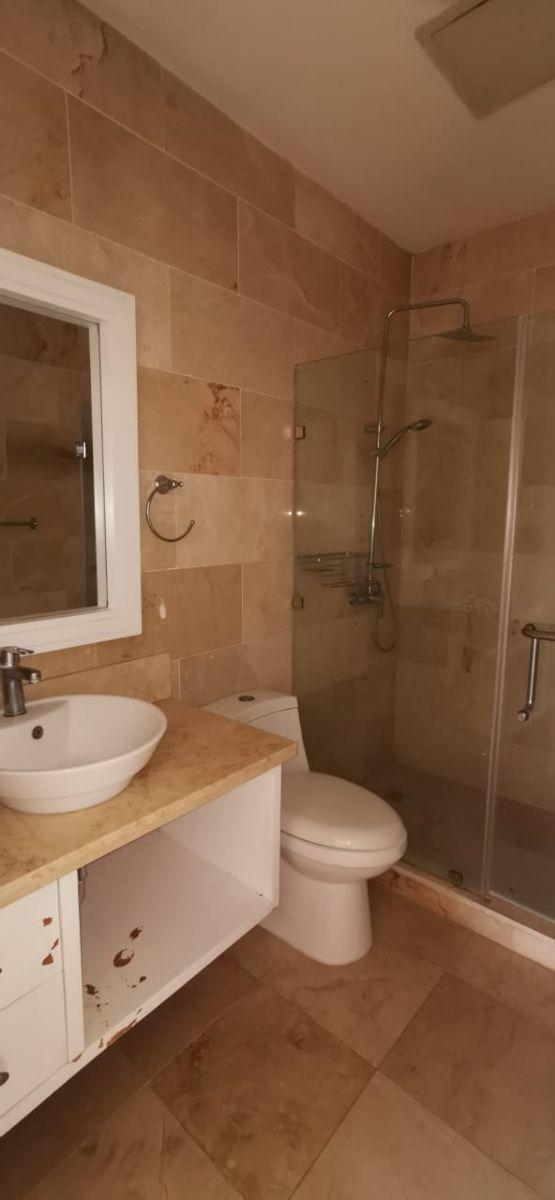 19 de 26: baño habitación secundaria