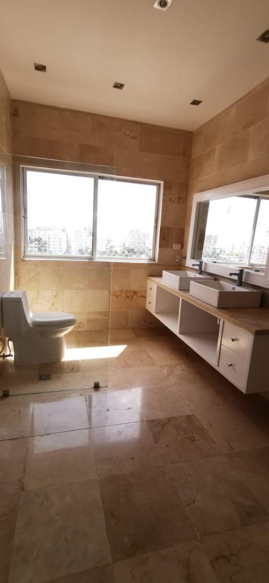 16 de 26: baño  habitación principal