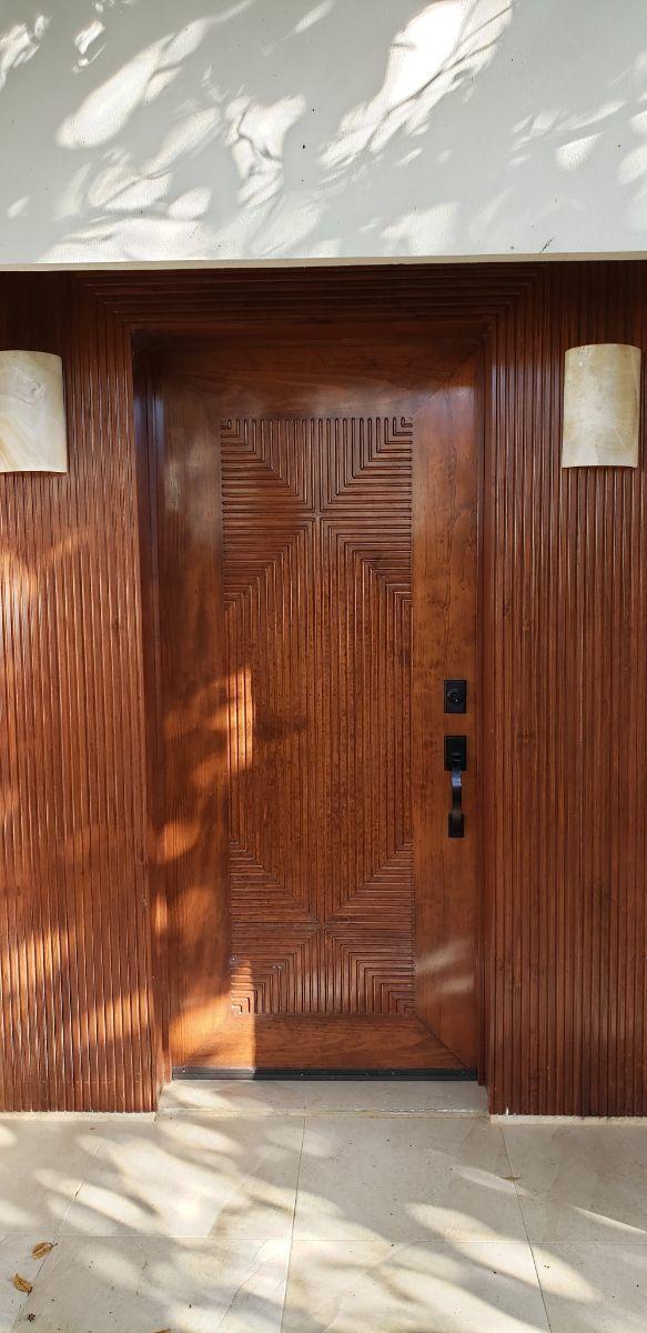 19 de 24: puerta principal