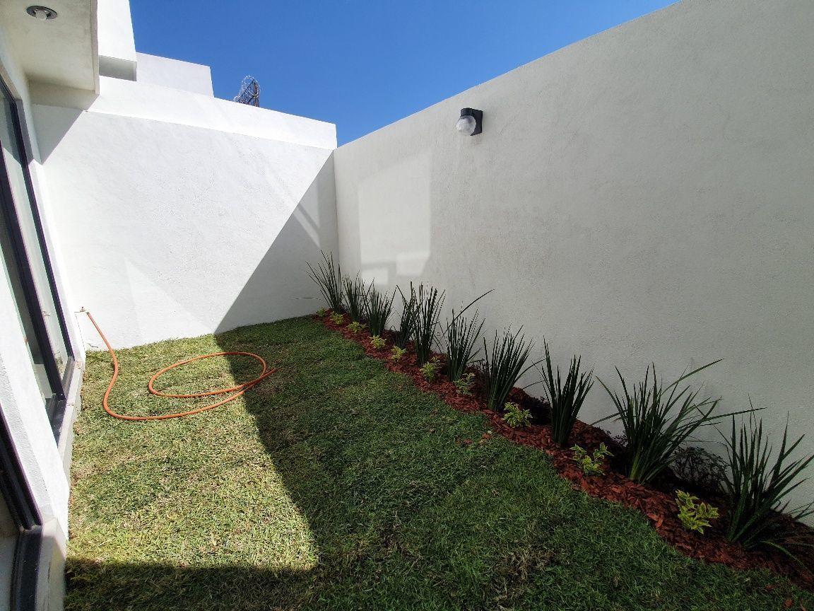4 de 16: Jardín trasero