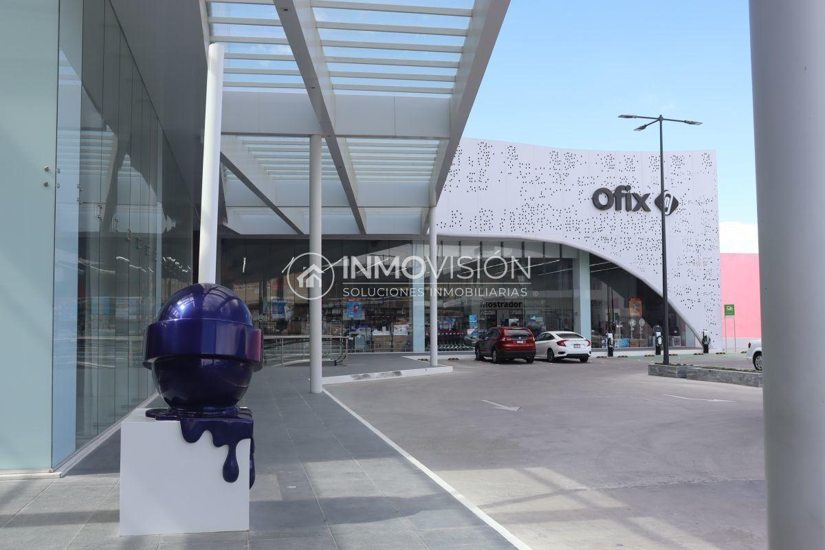 15 de 16: Plaza comercial en planta baja