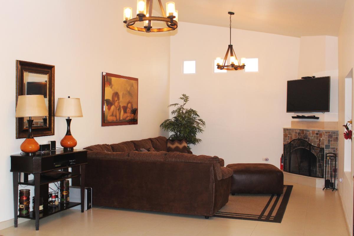 2 de 10: Sala de estar y Chimenea