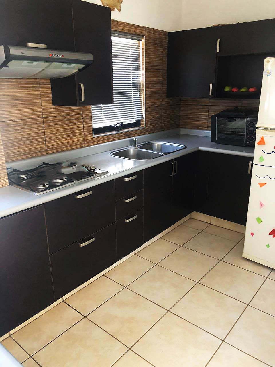 3 de 26: Cocina Integral con electrodomésticos. (Planta alta).