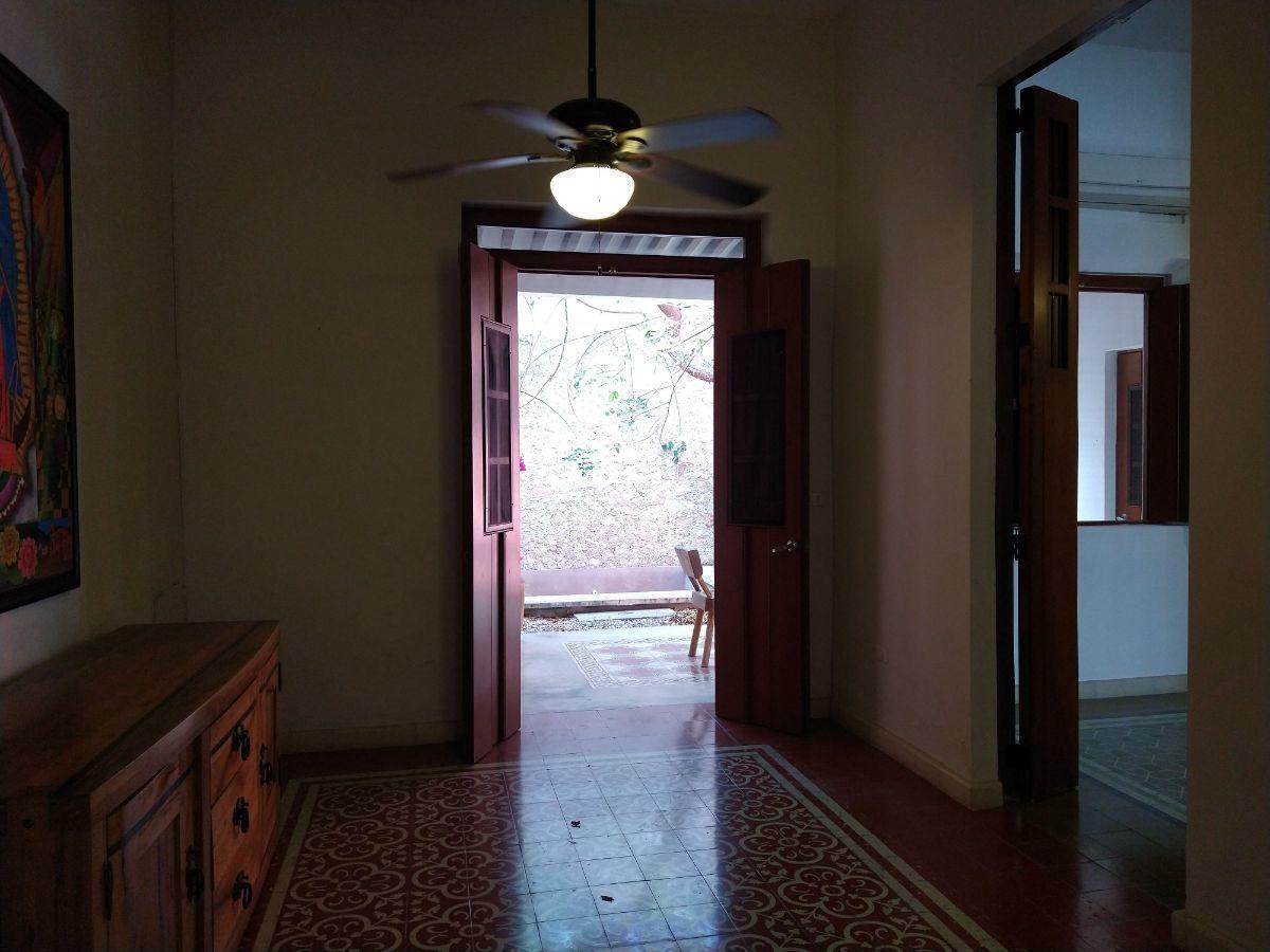 7 de 16: Vista hacia la terraza desde la estancia 2 - comedor