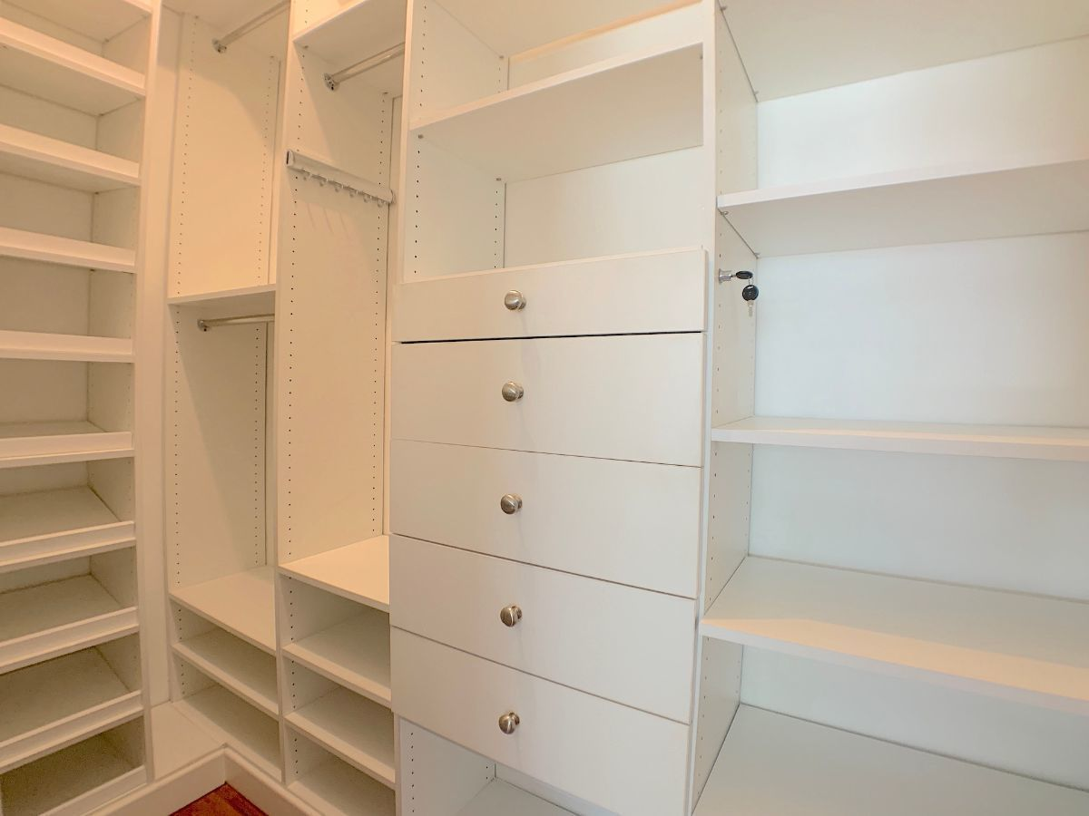 16 de 25: Todos los Walk-in closet internamente divididos