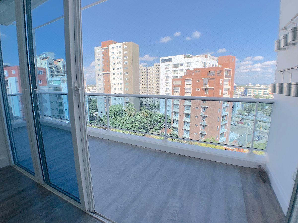 4 de 25: Balcón con vista despejada y buena orientación