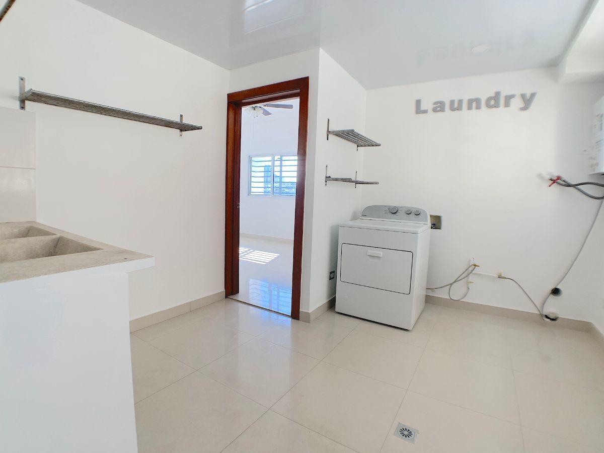 25 de 25: Muy cómoda area de lavado y servicio