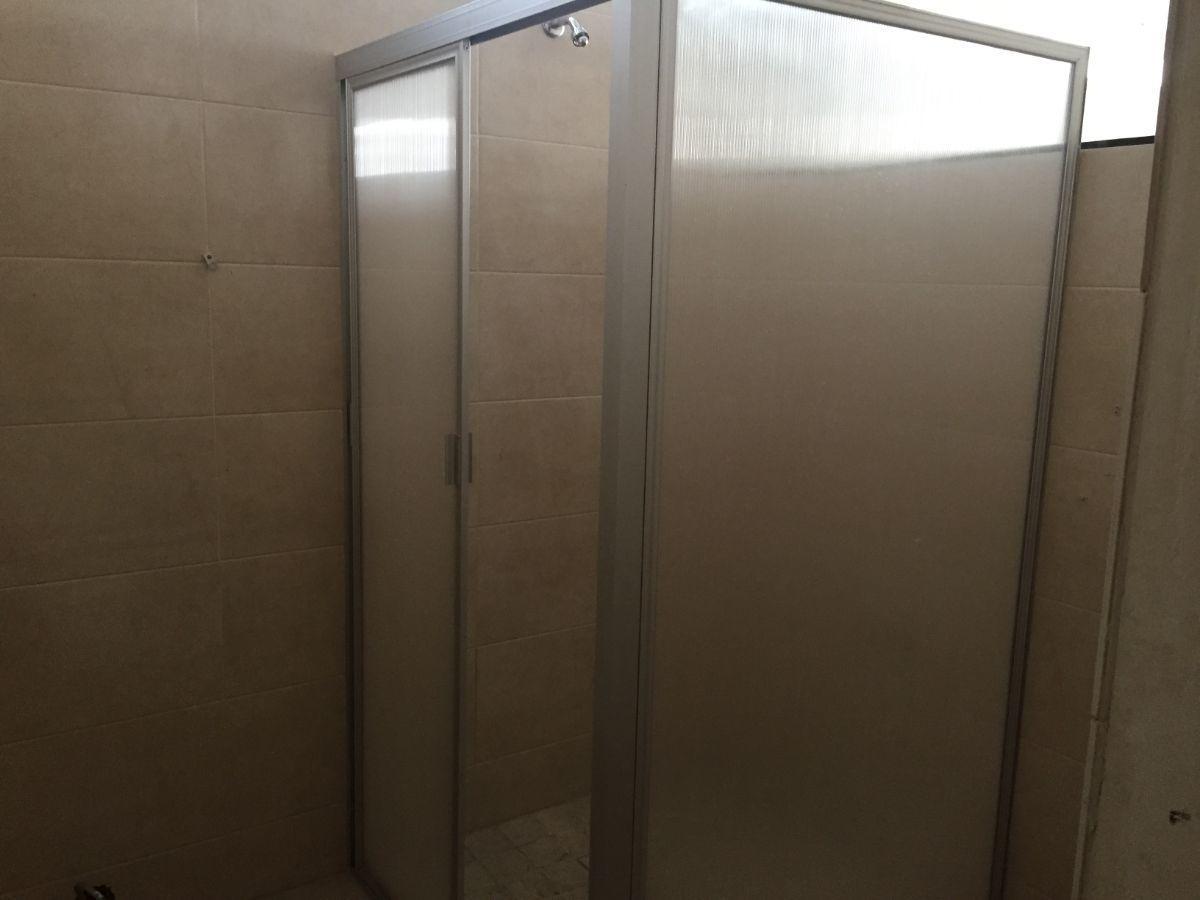 33 de 33: Baño Oficinas