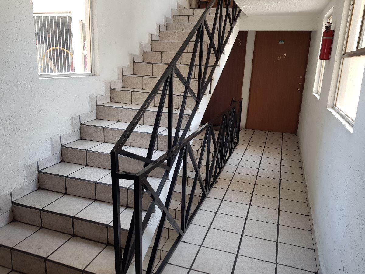 13 de 20: acceso por escaleras
