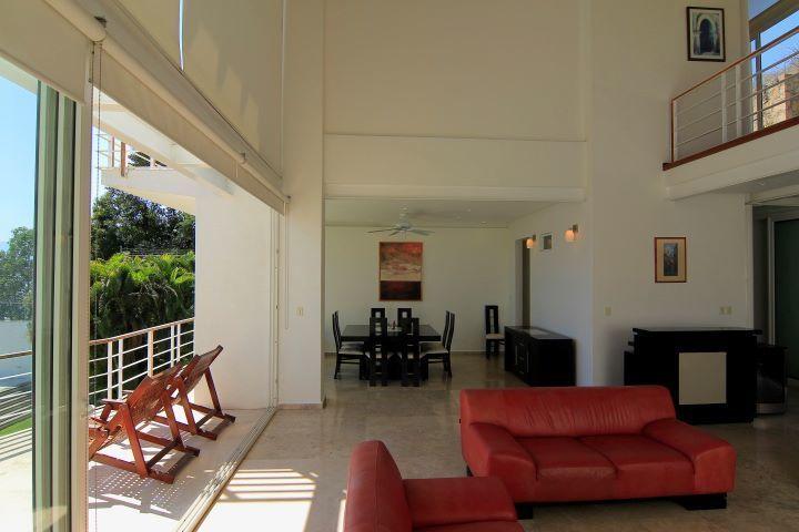 12 de 35: sala comedor con acceso a la terraza