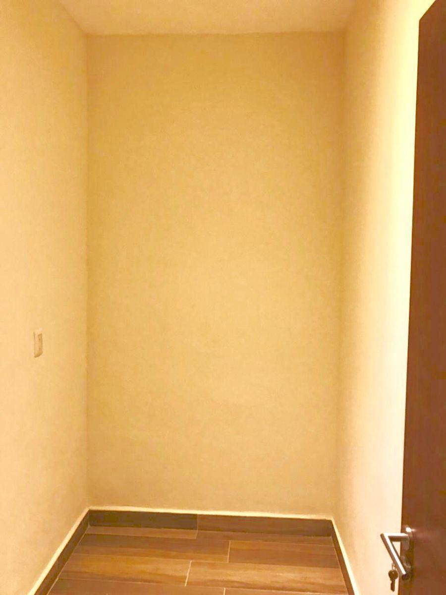 21 de 31: closet de blancos