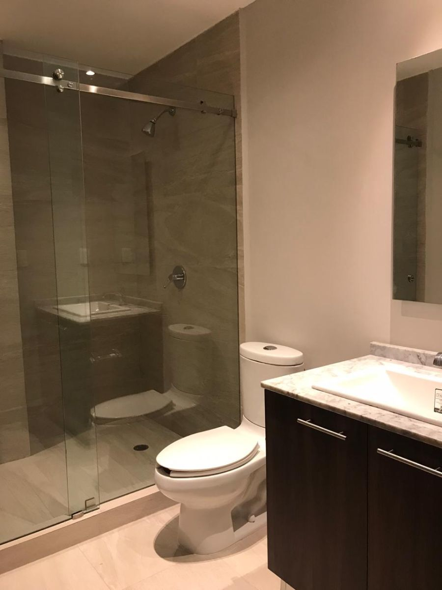 12 de 17: modernos acabados en baños