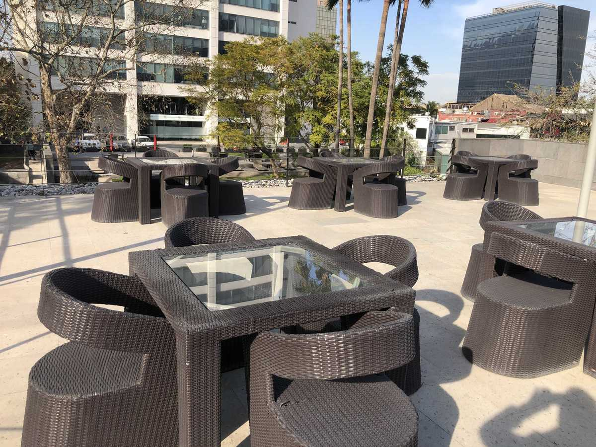 17 de 21: Muebles en terraza y área de alberca