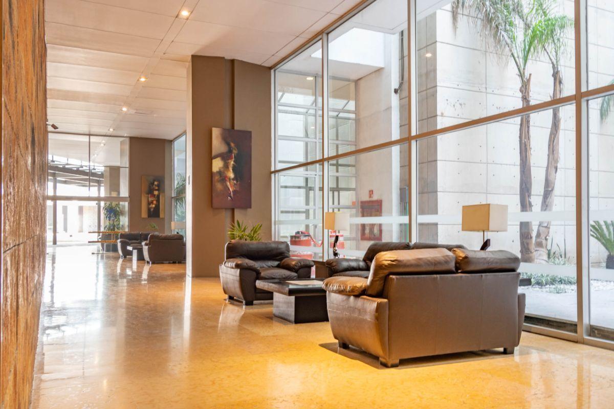 10 de 19: Pasillos con salas de estar (área común)