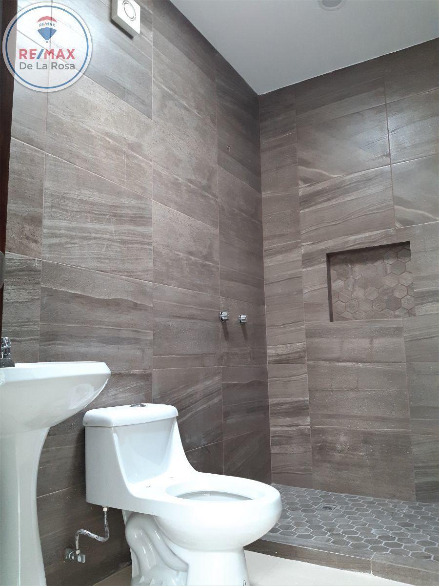 10 de 13: baño completo que comparten dos recamaras en planta alta