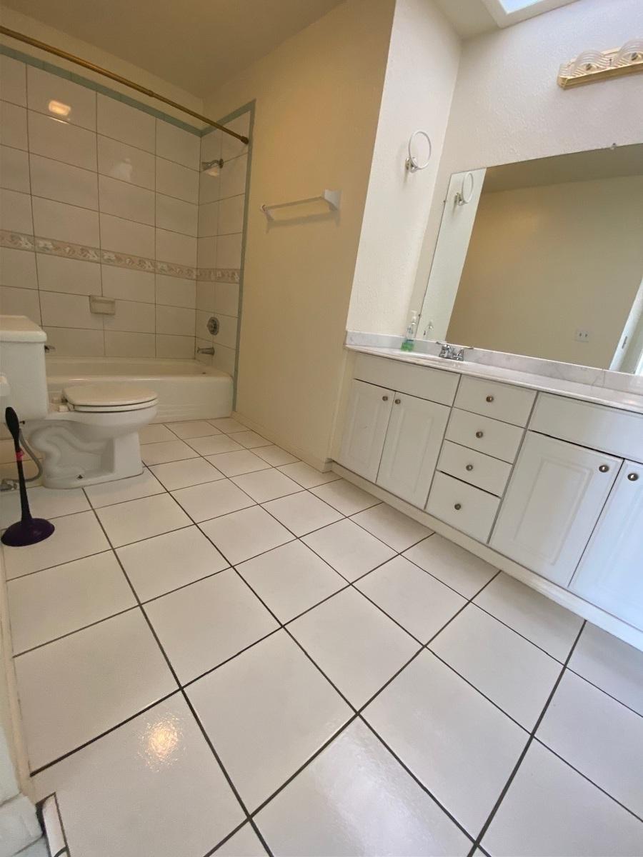 9 de 12: Baño en habitación principal