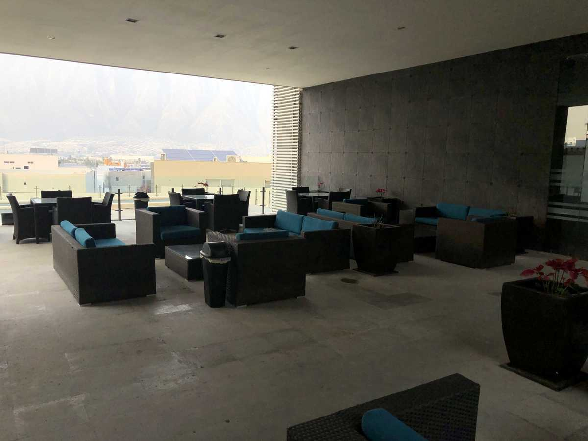 18 de 27: Mobiliario en terraza
